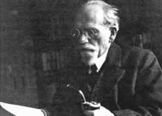 Husserl with pipe
